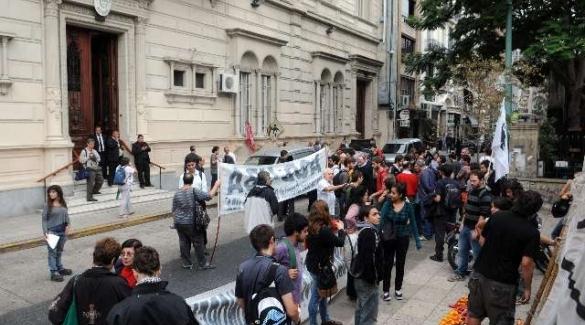 La universidad pública, donde los pobres subsidian a los ricos, es un modelo que no se aplica ni en Cuba