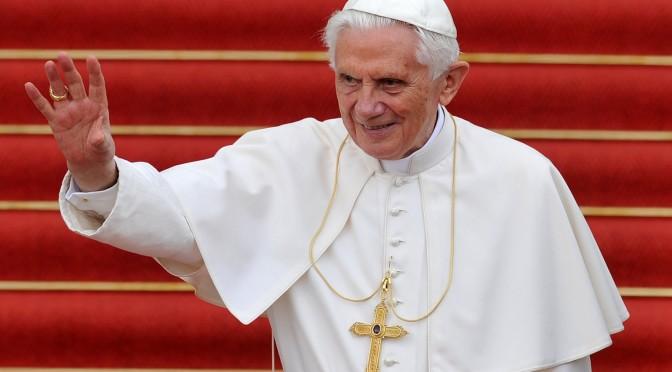 Hay impureza en el corazón del hombre y otra que llega de fuera: Benedicto XVI a sus ex-alumnos