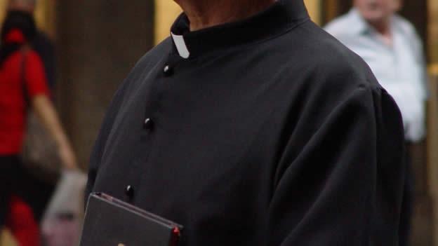¿Un homosexual puede ser sacerdote católico? – P. Jorge Enrique Mújica