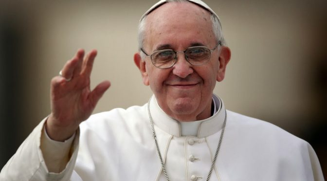 La democratización de la santidad: la verdadera reforma de la Iglesia de Francisco – Roberto Bosca