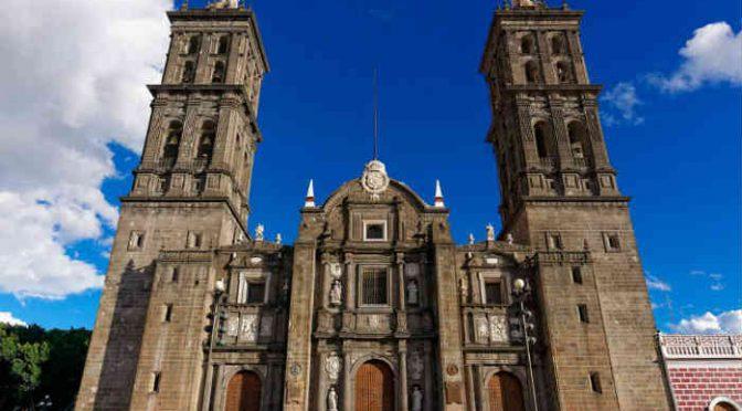 Con relojes que atrasan: epílogo ideológico a cuarenta años de Puebla – Roberto Estévez