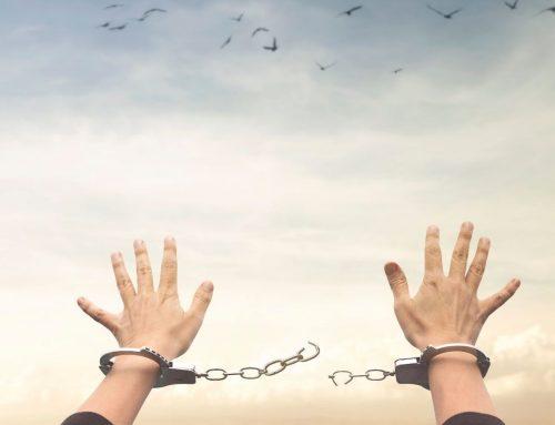 """El jurista John Finnis denuncia la creación de """"crímenes de pensamiento"""" con estigmatización pública – Melanie McDonagh"""