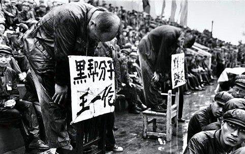 Humillación pública en China de los disidentes.